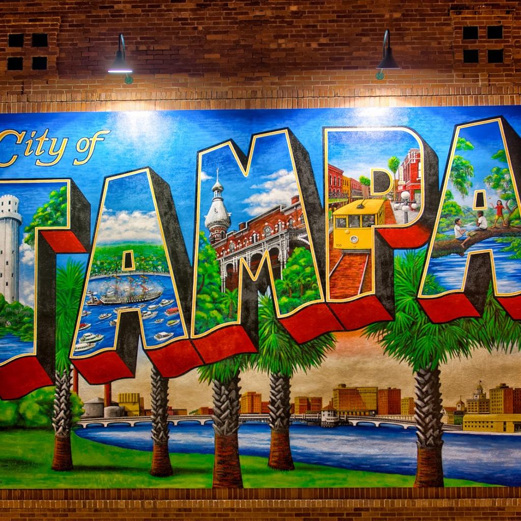 Tampa-Mural-at-Night