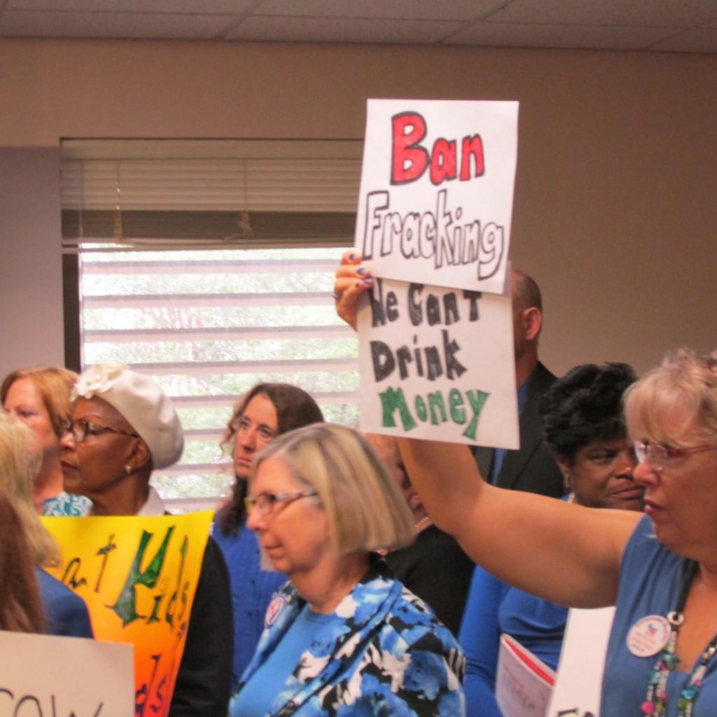 3-31-15-ban-fracking-sign-1024x1024.jpg