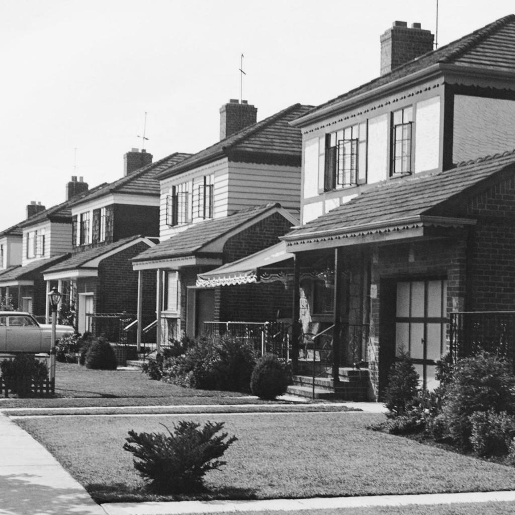 1950s-suburb-middle-class-1024x1024.jpg