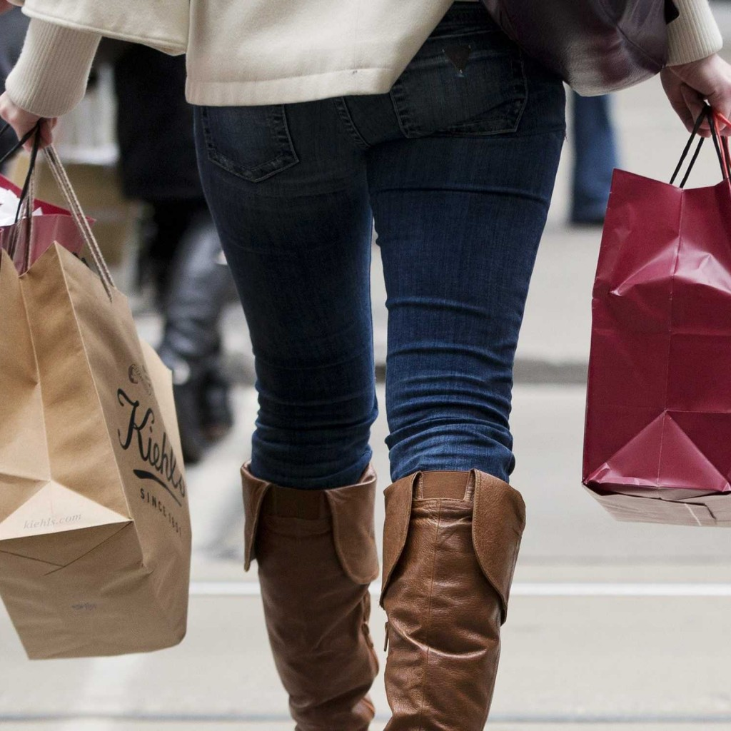 5-holiday-shopping-tips-to-stay-on-budget-1024x1024.jpg