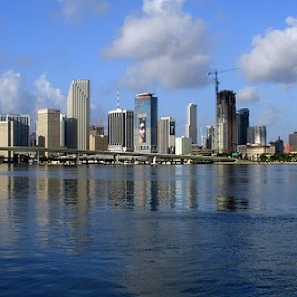 800px-Miami-skyline-for-wikipedia-07-11-2007-by-tom-schaefer-miamitom-1024x1024.jpg