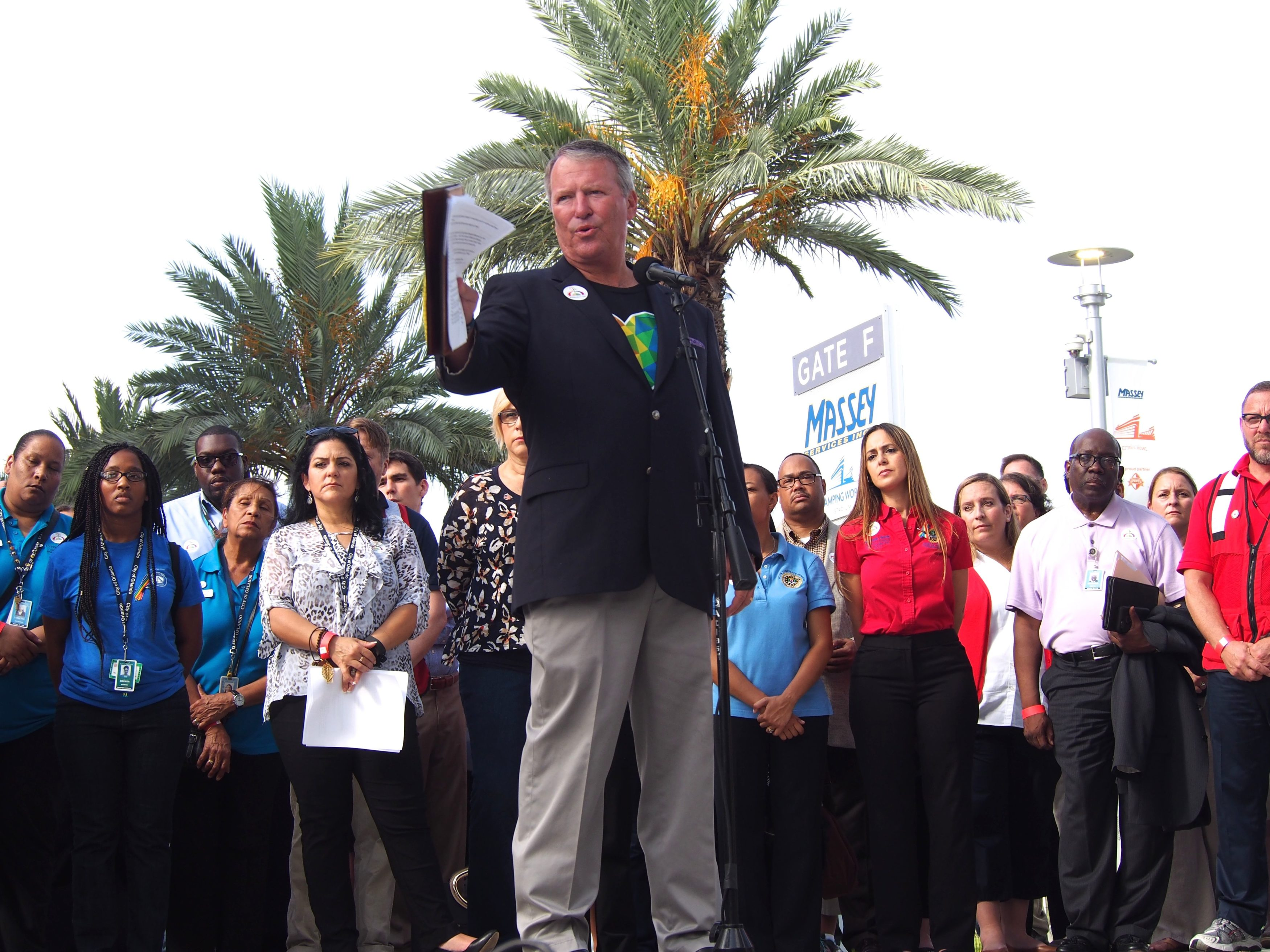 Buddy-Dyer-at-Family-Assistance-Center-3500x2625.jpg