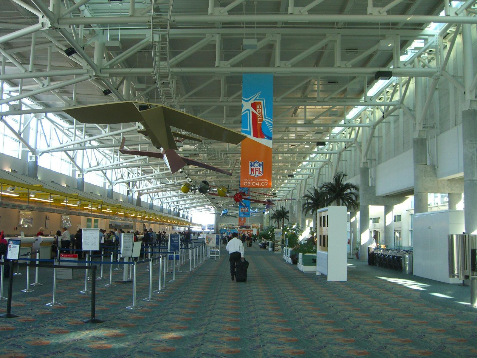 Fort_Lauderdale_–_Hollywood_International_Airport_terminal_1_check-in.jpg