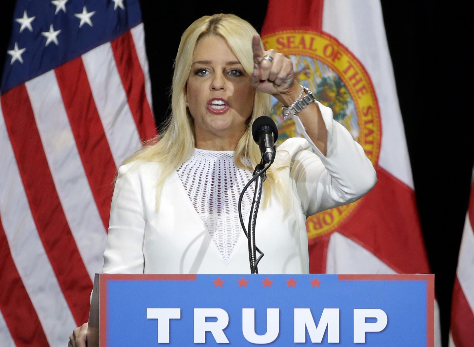 Pam-Bondi-Donald-Trump.jpg