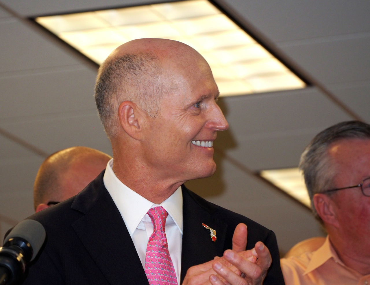 Rick-Scott-in-Lake-Mary-1.jpg