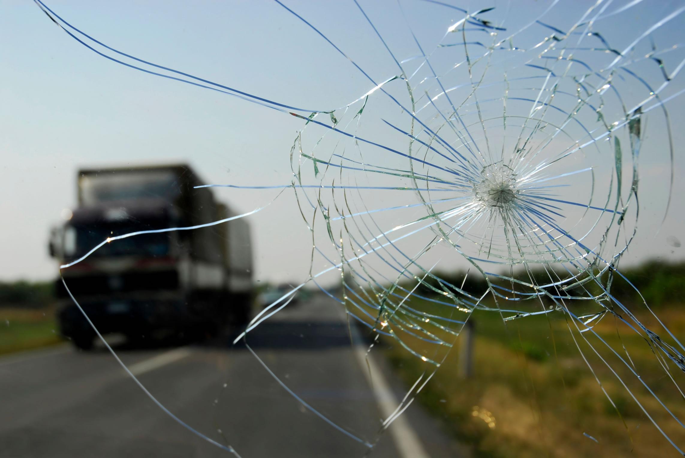 Cracked-windshield-laws.jpg