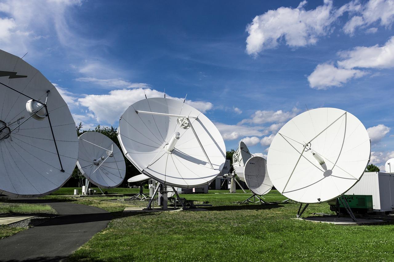 satellite-2528833_1280.jpg