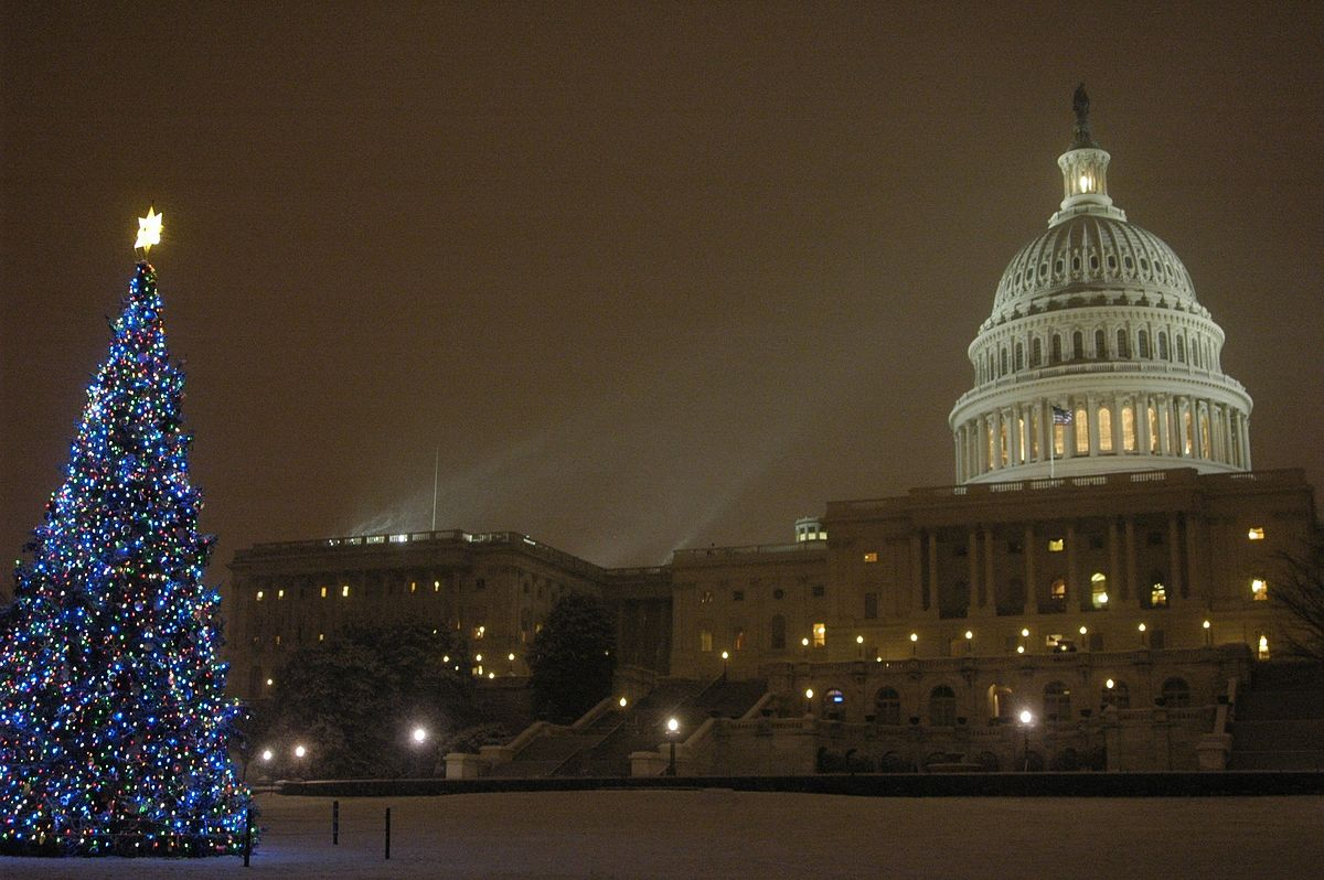 1200px-United_States_Capitol_Christmas_tree_lighting_ceremony_-_December_5,_2007