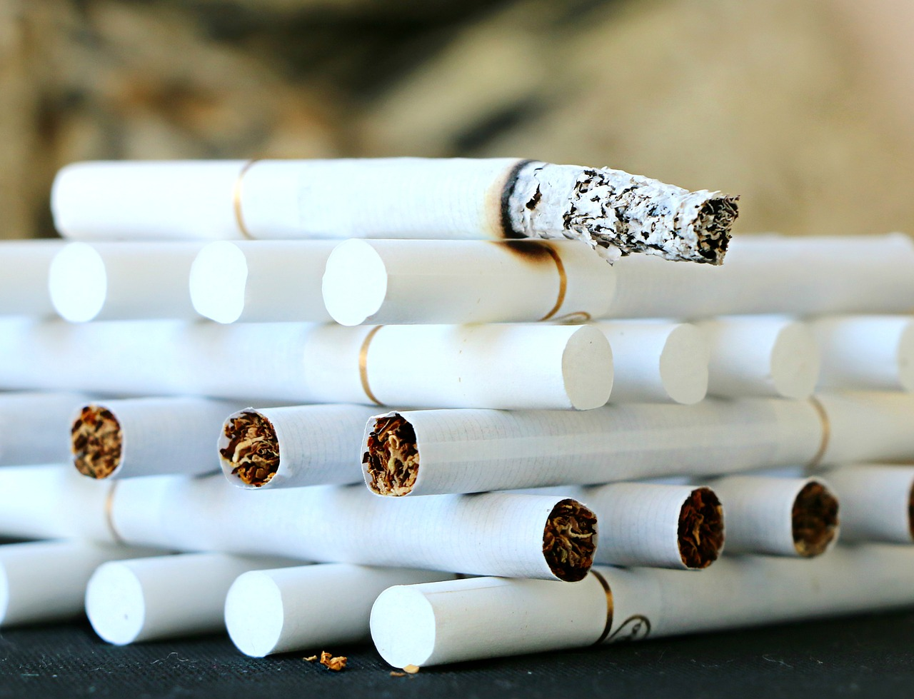 cigarette-1642232_1280.jpg