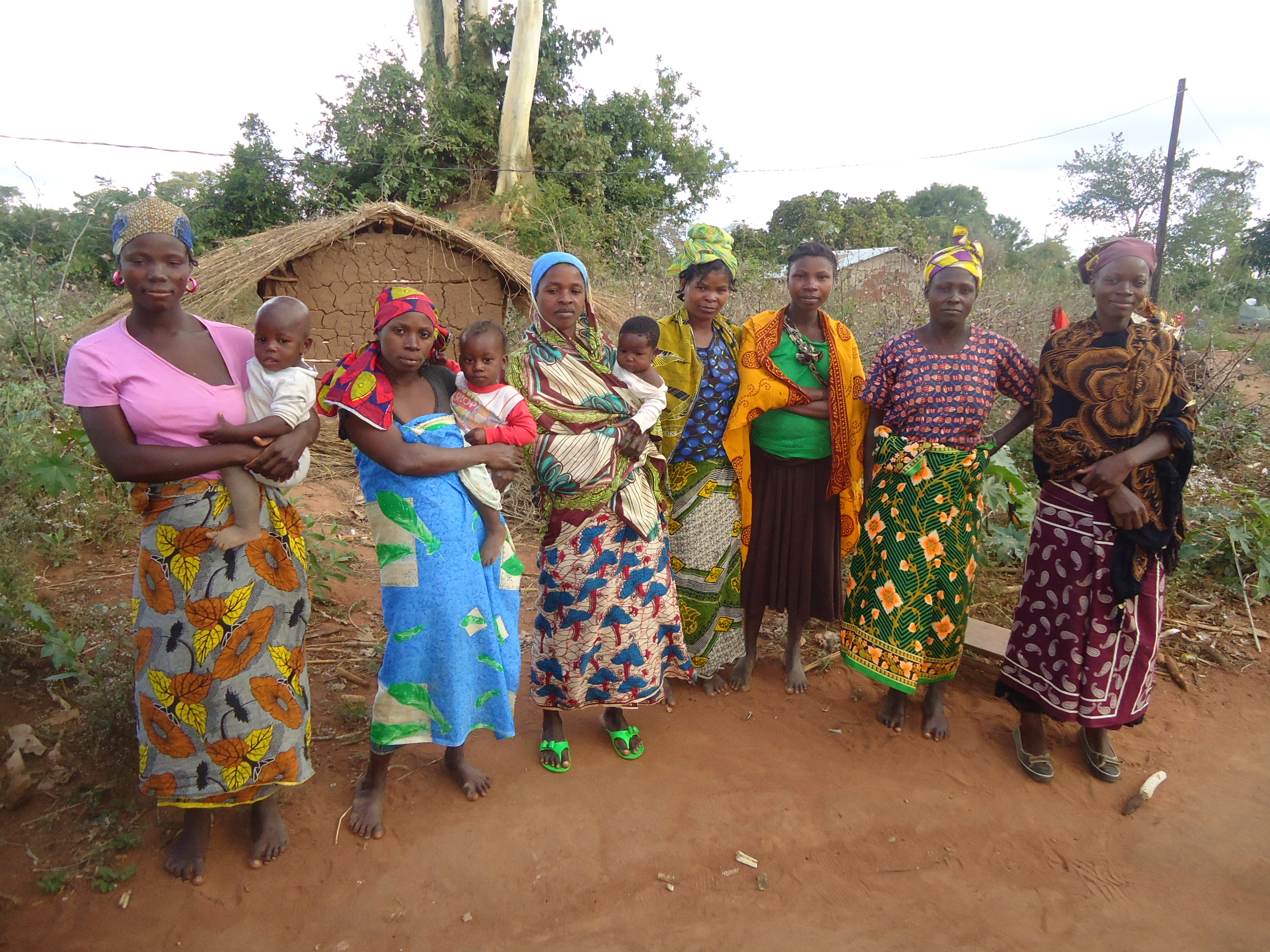 Women_Farmers_in_Itoculu_Monapo_District_Mozambique.jpg
