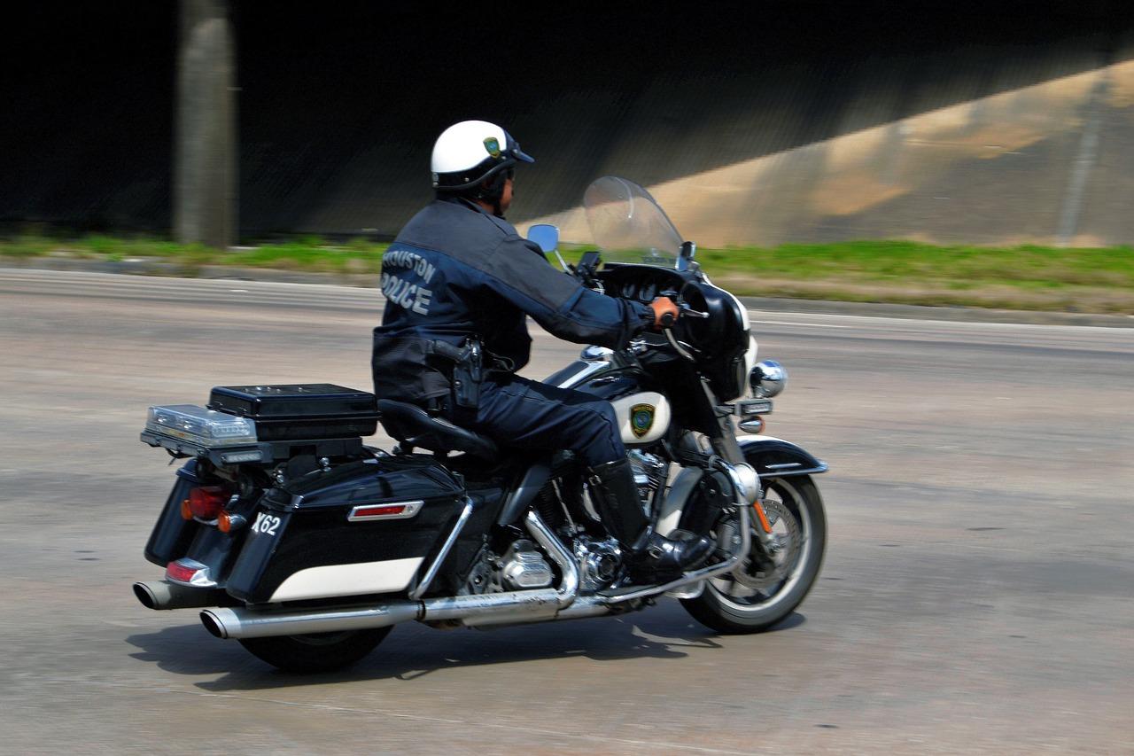 police-officer-3233103_1280.jpg