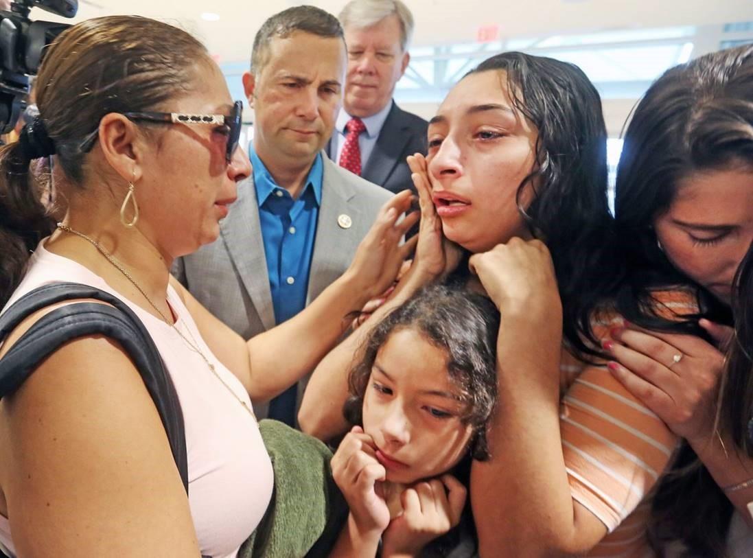 Alejandra-Juarez-says-goodbye-to-daughters-Pamela-16-and-Estella-8-as-U.S.-Rep.-Darren-Soto-looks-on..jpg