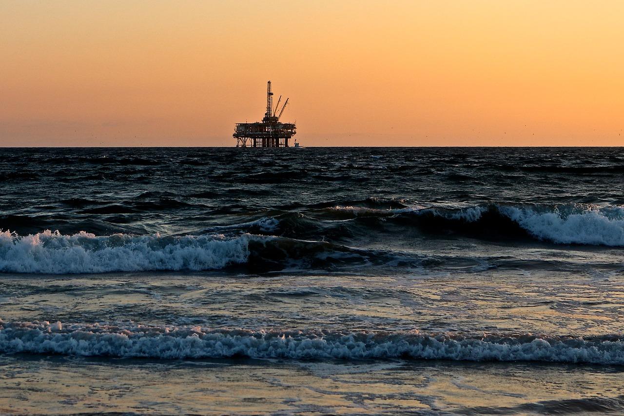 oil-rig-2191711_1280.jpg