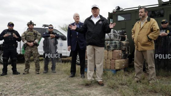 Trump alongside Ted Cruz at U.S.-Mexico Border