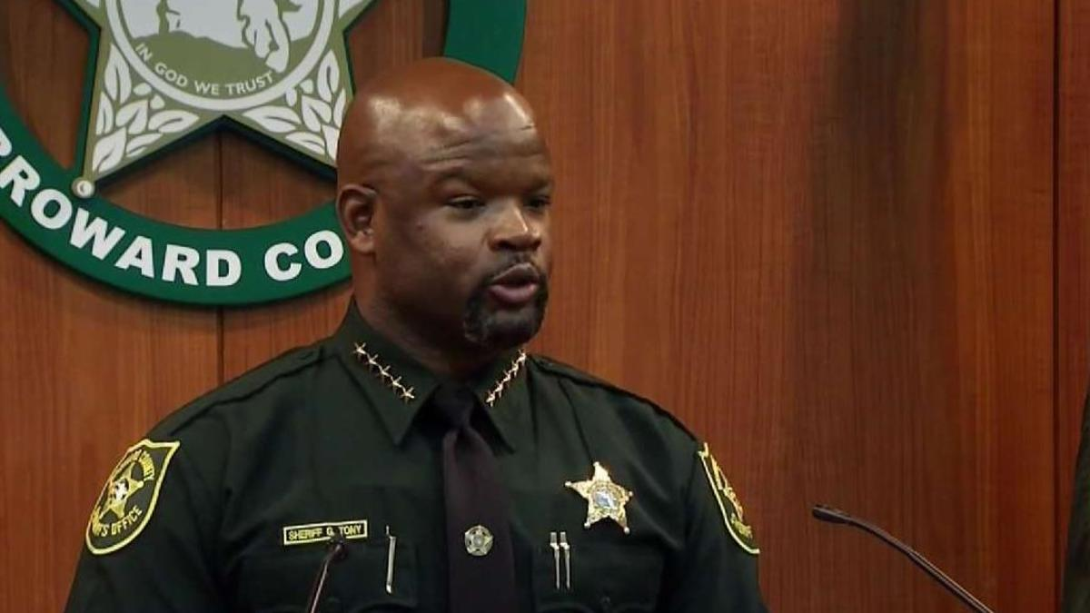 Sheriff_Stands_by_Deputy_in_Blanche_Ely_Confrontation.jpg