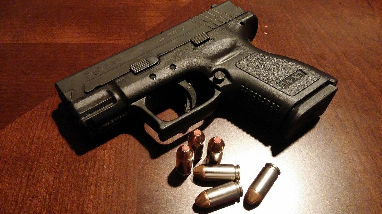 handgun-231699_1280.jpg
