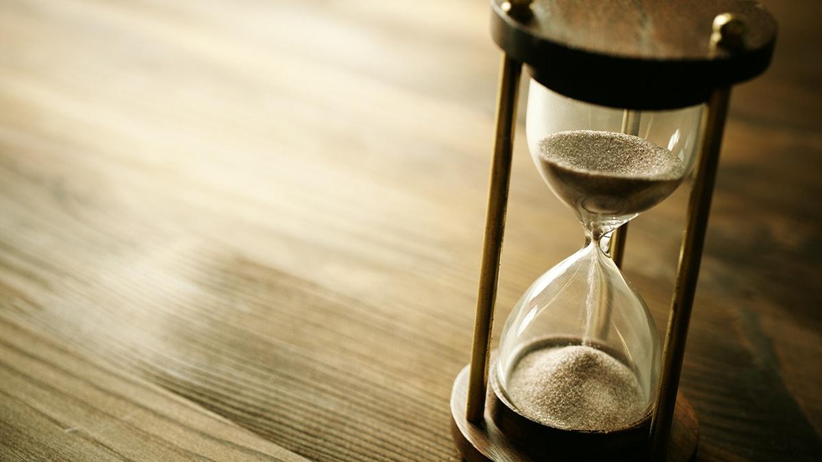 Bruton_Nissen_schellberg-Hourglass-business.jpg