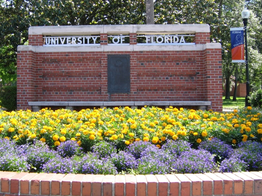Dsg_UF_Entrance_Sign_20050507.jpg