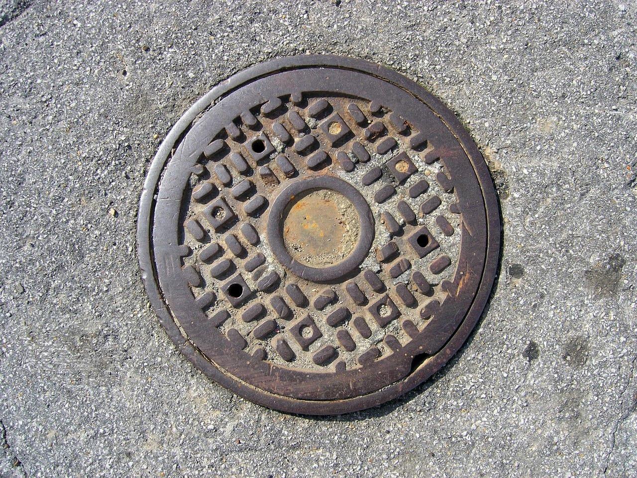 sewer-manhole-687817_1280