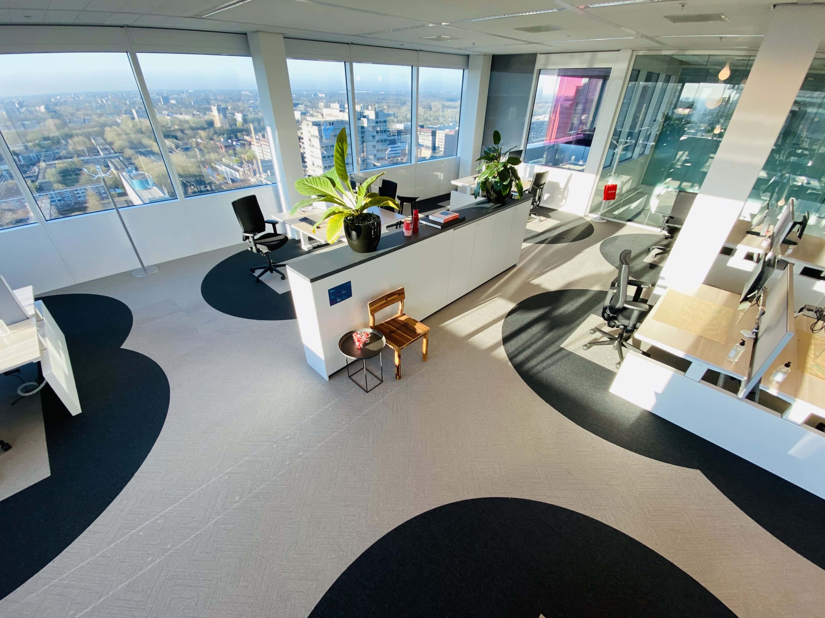 CW_six-feet-office_2-3500x2625.jpg