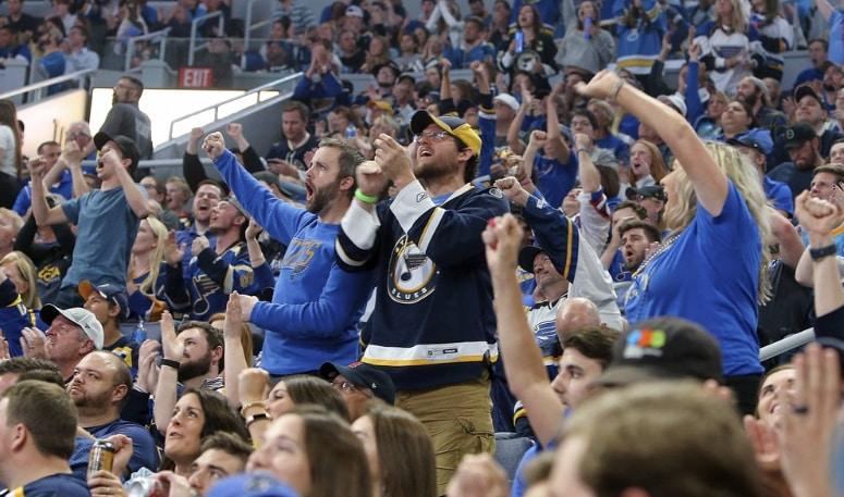 Hockey-fans.jpg