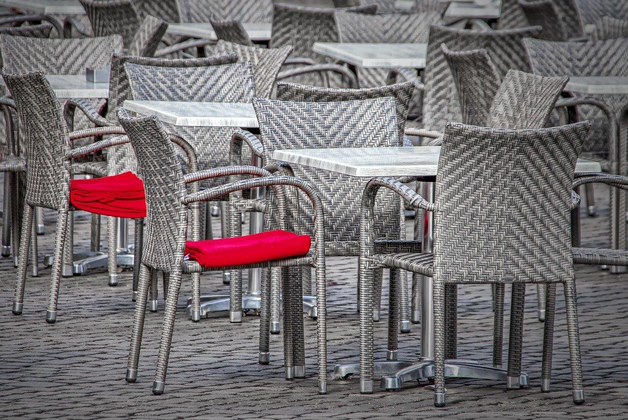 chairs-4033042_1280.jpg