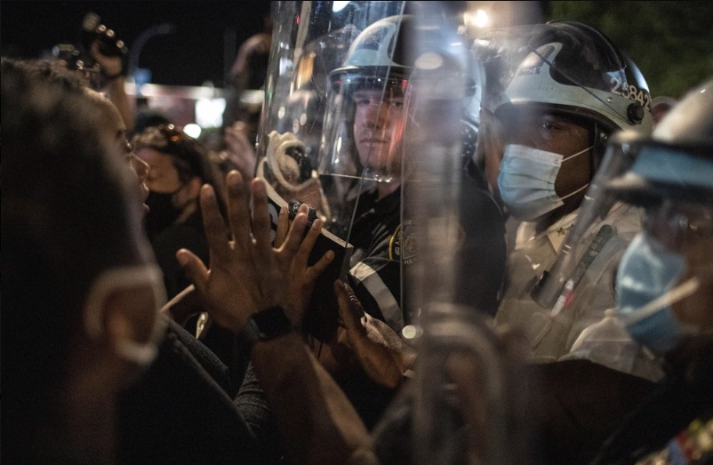 Police-protesters-in-Brooklyn.jpg