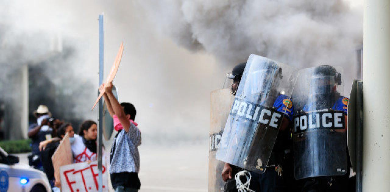 sheriff-rioters-slash-police-officers-neck-in-jacksonville-florida-1.jpg