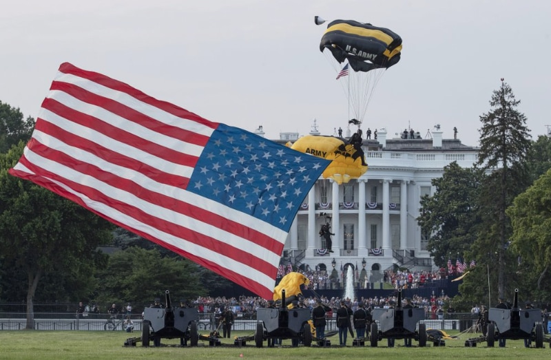 Flag-on-White-House-lawn.jpg