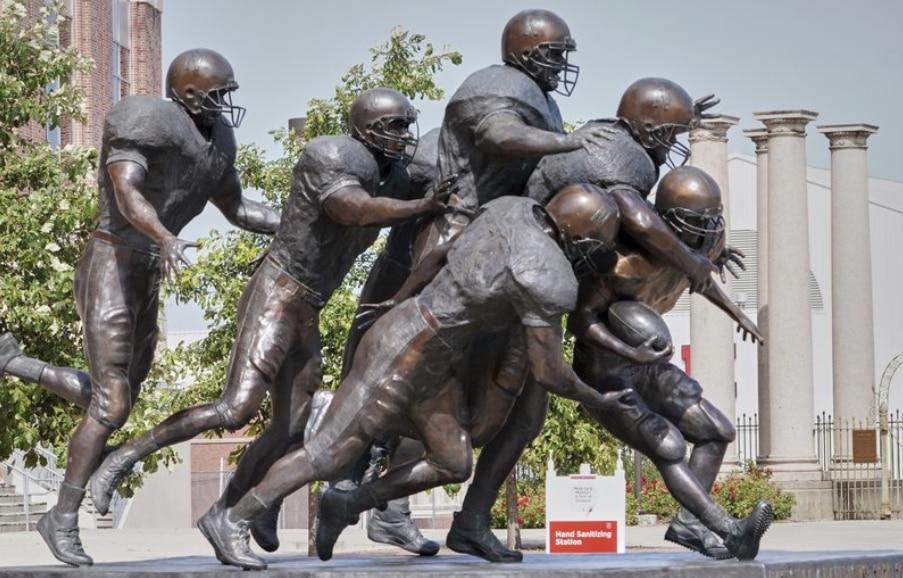 Nebraska-football-statue.jpg