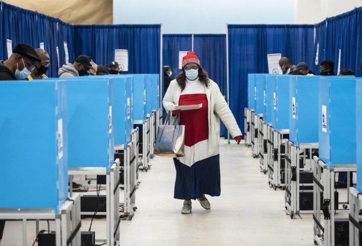 Chicago-voter.jpg