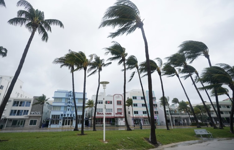 Tropica-Storm-Eta-blows-Miami-Beach.jpg