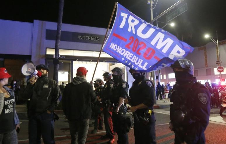 Trump-supporters-in-California.jpg
