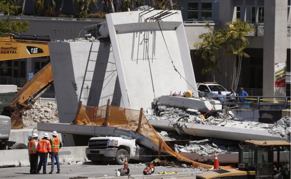 Collapsed-bridge-near-Flordia-International-University.jpg