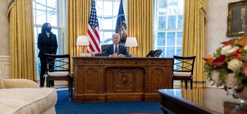 Kamala-Harris-and-Joe-Bidenin-Oval-Office.jpg