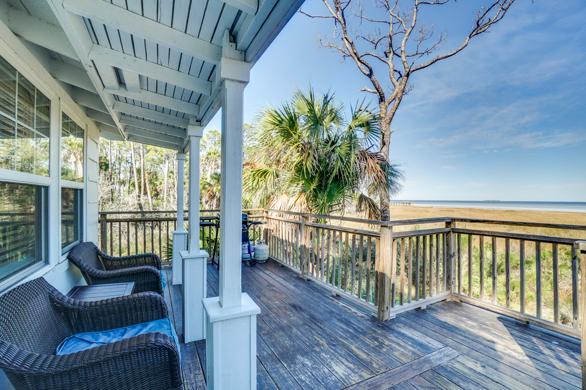 Spring_Summer_Travel_Trends_Charming_Bayside_Bungalow_FL_Airbnb