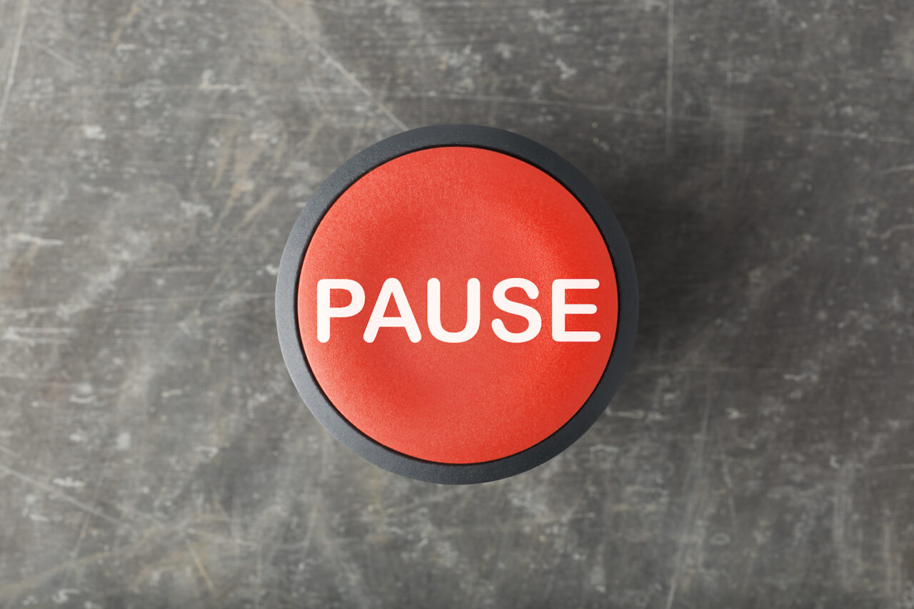 Pause-button-1280x854.jpeg