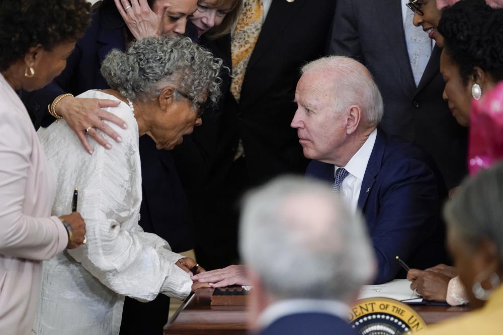 Joe-Biden-Juneteenth-signing.jpeg