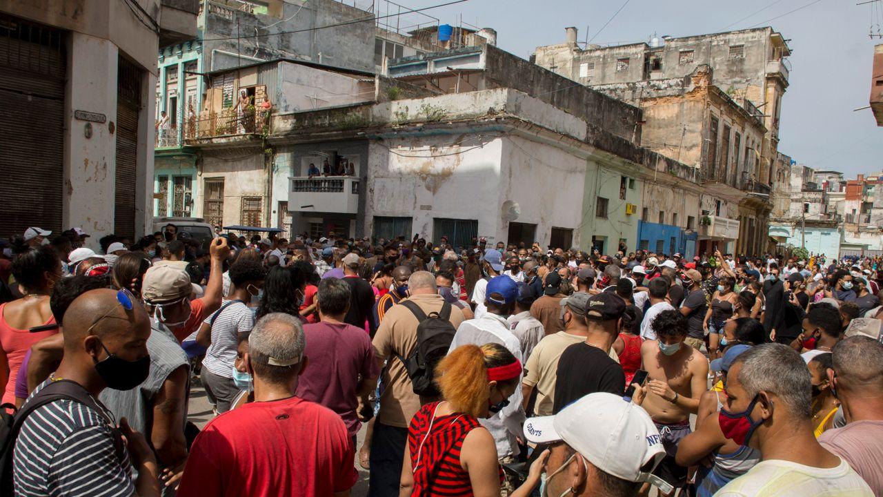 071221_ap_protesters_cuba