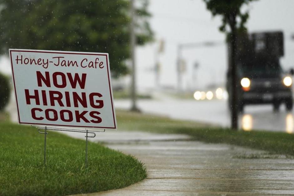 Now-Hiring-sign-in-Illinois.jpg