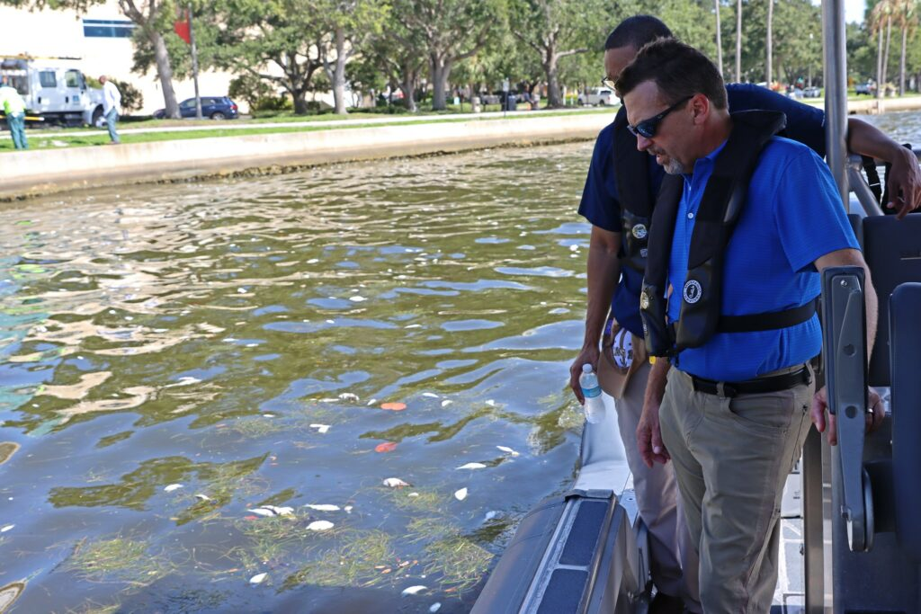 FWC-Director-Eric-Sutton-surveys-red-tide-bloom-in-Tampa-Bay-including-sea-grass-July-2021-1024x683-1.jpg