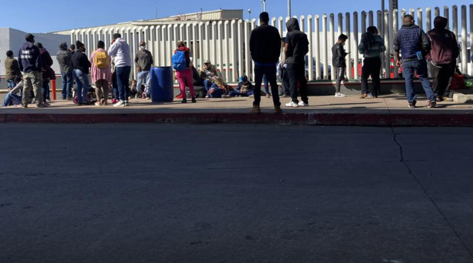 Migrants-waiting-to-cross-boarder-from-Mexico..jpg