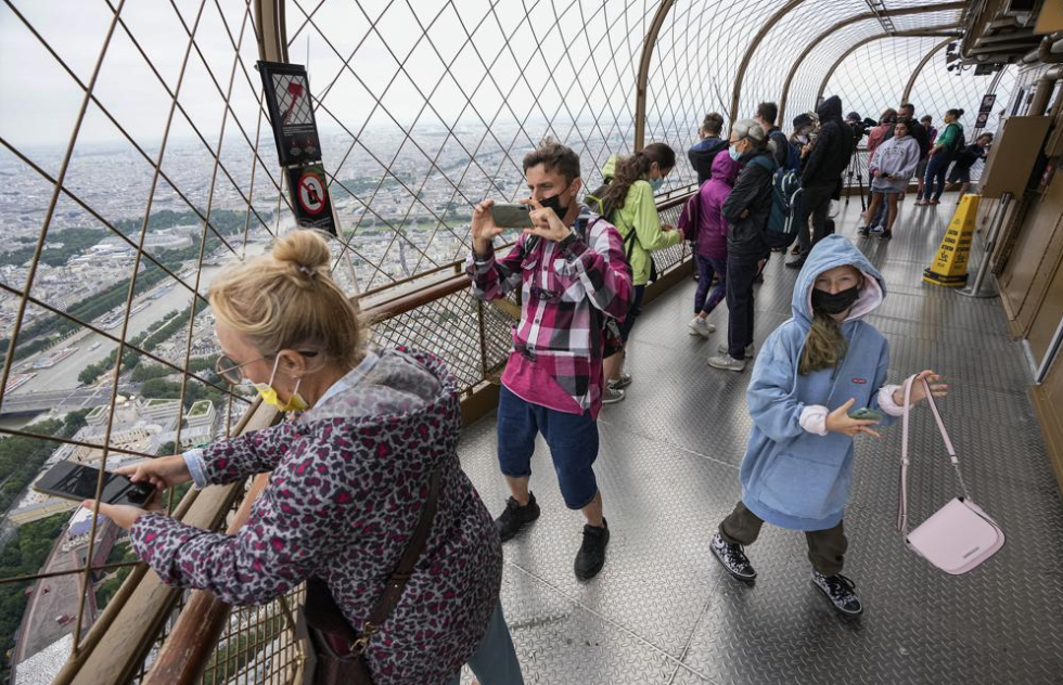 Visitors-in-the-Eiffel-Tower.jpg